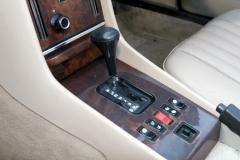 Alguém já viu uma R107 com o freio de mão entre os bancos?  22-240x160